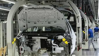 Volkswagen hat die Entscheidung über eine neue Autofabrik in der Türkei vor dem Hintergrund der türkischen Militäroffensive im angrenzenden Syrien verschoben. (Archiv)