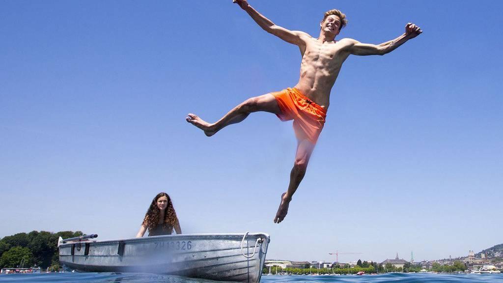 Ein Sprung in den See ist eine Möglichkeit, den Sommer auszukosten. Es gibt aber noch viele andere.