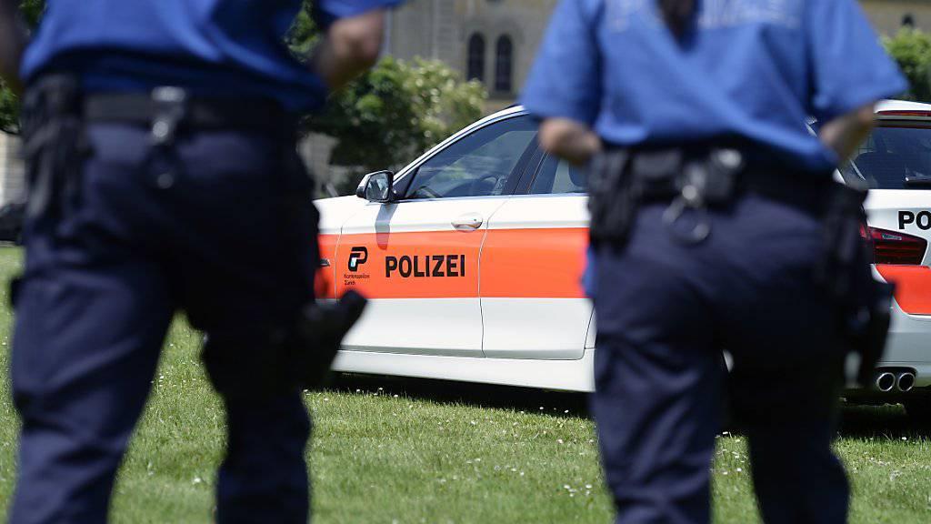 Eine junge Mutter ist in Bülach ZH verhaftet worden, weil sie verdächtigt wird, ihren vierjährigen Sohn getötet zu haben. (Symbolbild)