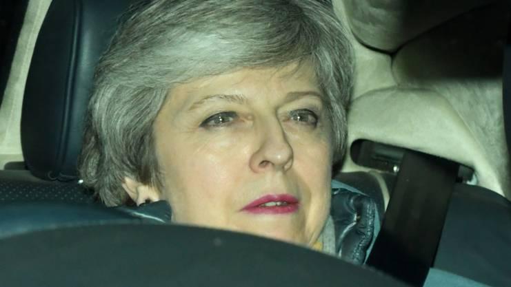 Premierministerin Theresa May beim Verlassen des Parlaments nach ihrer Niederlage.