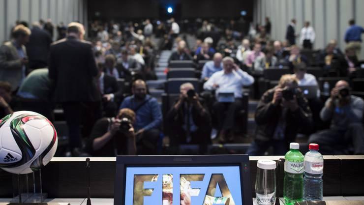 Die Verhaftung der FIFA-Funktionäre wegen Korruptionsvorwürfen zieht regelmässig reihenweise Journalistinnen und Journalisten aus aller Welt an (Archiv).