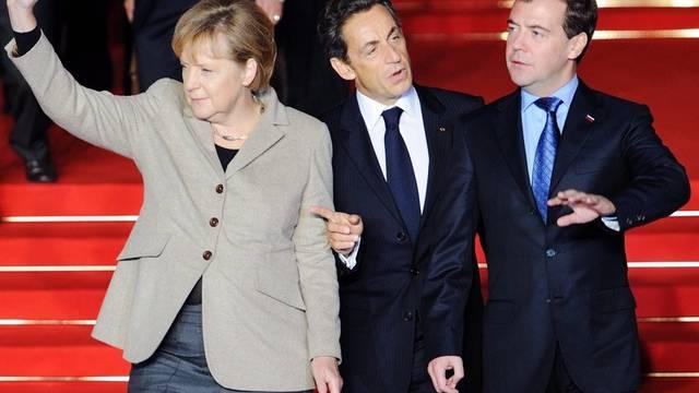 Merkel, Sarkozy und Medwedew beim Dreiertreffen in Deauville (von links)