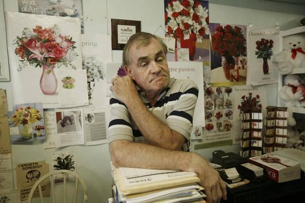 Larry Wright, der in einem Blumenladen in Pahokee arbeitet, äussert seine Befürchtungen über die grosse Zahl an Sexualstraftäter, welche in der benachbarten Siedlung Miracle Village wohnen.