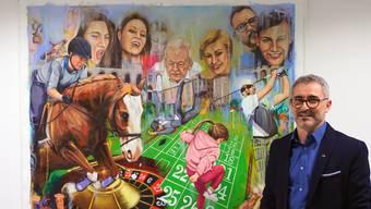 Salvatore La Cola vor seinem Werk «Good Game - Good Time».