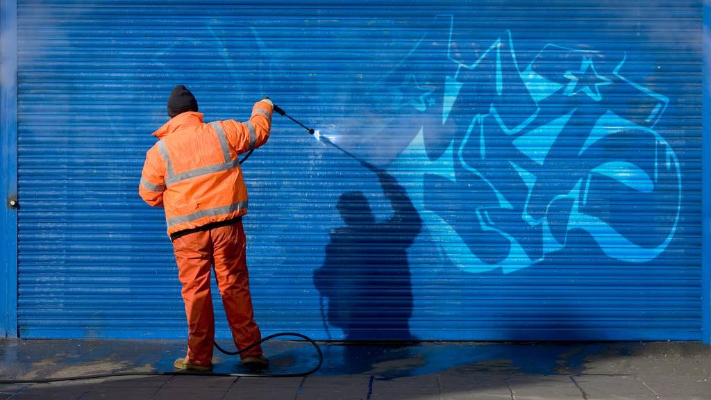 Sprayer verschmieren Luzerner Schulen, Wände und Bushaltestelle