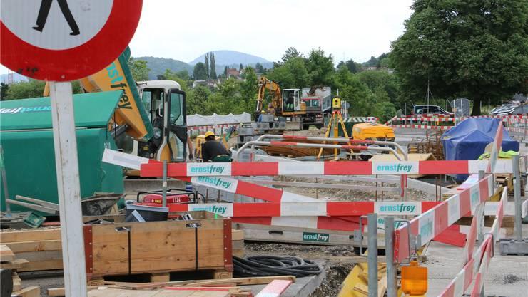 Derzeit laufen in Stein die Bauarbeiten für Veloparking und Bushaltekanten. Auf Ende Jahr ist der Baubeginn eines neuen Parkdecks geplant. Dennis Kalt