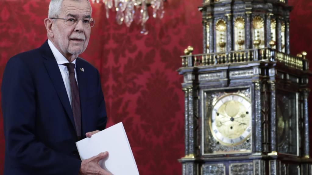 dpatopbilder - Alexander Van der Bellen, Bundespräsident von Österreich, gibt eine Erklärung zur politischen Situation im Land ab. Foto: Lisa Leutner/AP/dpa