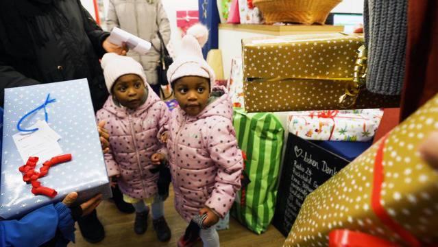 10 Jahre Adventsaktion: Nina Roost und Ralph Steiner bringen Kinderaugen zum Strahlen