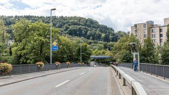 Seit ihrem Bau im Jahr 1978 wurde der Belag der Limmatbrücke zwischen Turgi und Untersiggenthal nicht mehr erneuert.