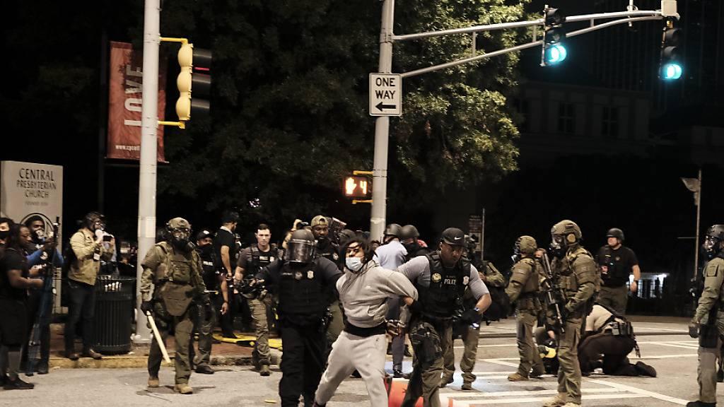 Fall Breonna Taylor: Polizisten bei Protesten in den USA angeschossen