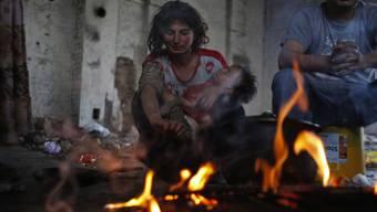 Roma-Familie in einem besetzten Haus in Sarajevo
