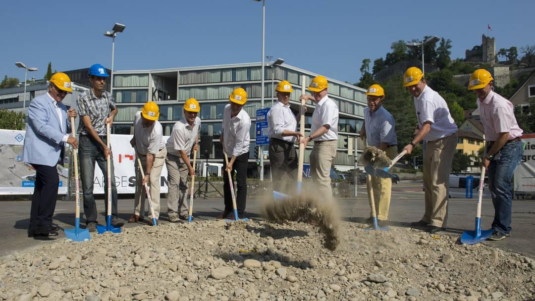 Schulhausplatz Baden: Der Spatenstich zum Baustart am 3. Juli 2015.