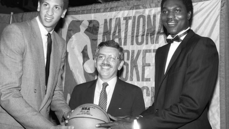 David Stern (Mitte) wurde 1984 NBA-Commissioner und blieb drei Jahrzehnte in dieser Funktion