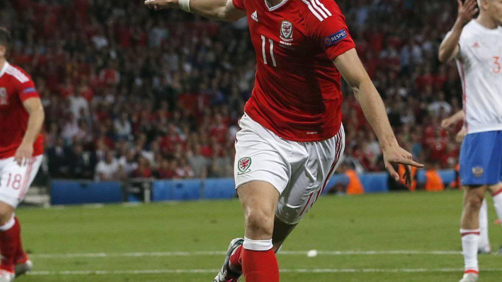 Gareth Bale bejubelt sein 3:0 - als erster Spieler seit van Nistelrooy und Baros vor zwölf Jahren gelingt Bale in jedem Gruppenspiel mindestens ein Tor