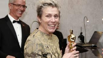 Zu Beginn des Governor's Ball (Bild) hielt Frances McDormand ihren soeben gewonnenen Oscar noch fest - kurz darauf wurde er noch während dieser After-Show-Party gestohlen. Der Verdächtige ist dem Vernehmen nach in Haft.