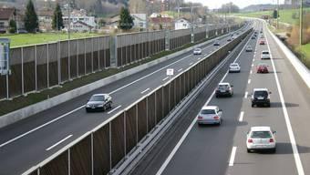 Auf neuestem Stand der Technik: Lärmschutzwände bei Knonau. (Bild Werner Schneiter)