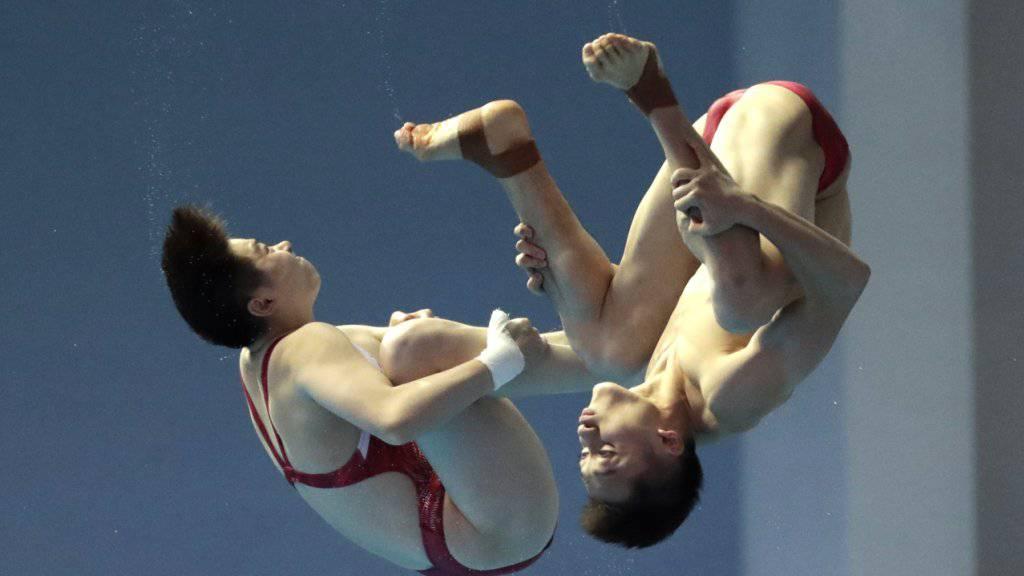 Die Chinesen Lian Junjie und Si Yajie im Mixed-Synchron-Wettbewerb