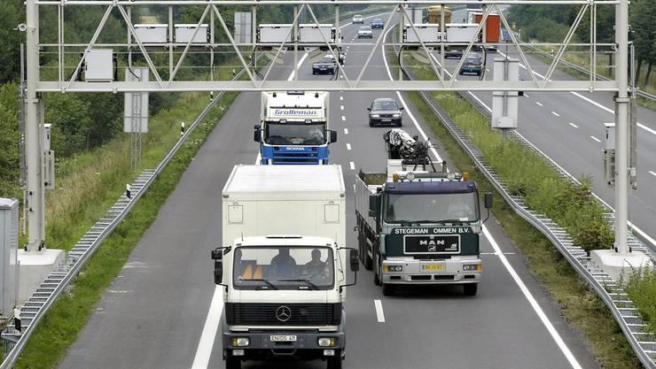 Lastwagen auf deutscher Autobahn.