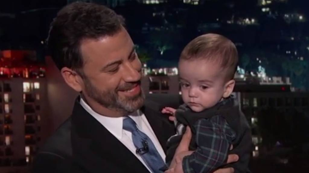 Jimmy Kimmel hat seinen herzkranken Sohn Billy in seine Late-Night-Show mitgenommen, um eine Krankenversicherung zu fordern, die sich auch Leute leisten können, die weniger verdienen als er.
