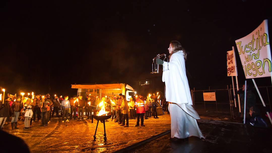 Bettwil demonstriert mit Fackelzug gegen Asylunterkunft