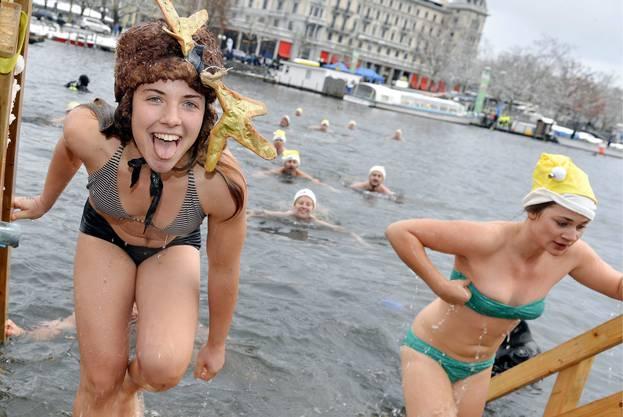 Für Hartgesottene: Das Samichlausschwimmen in der Stadt Zürich.