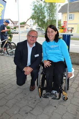 Rollstuhlsportlerin Patricia Keller mit Werner De Schepper