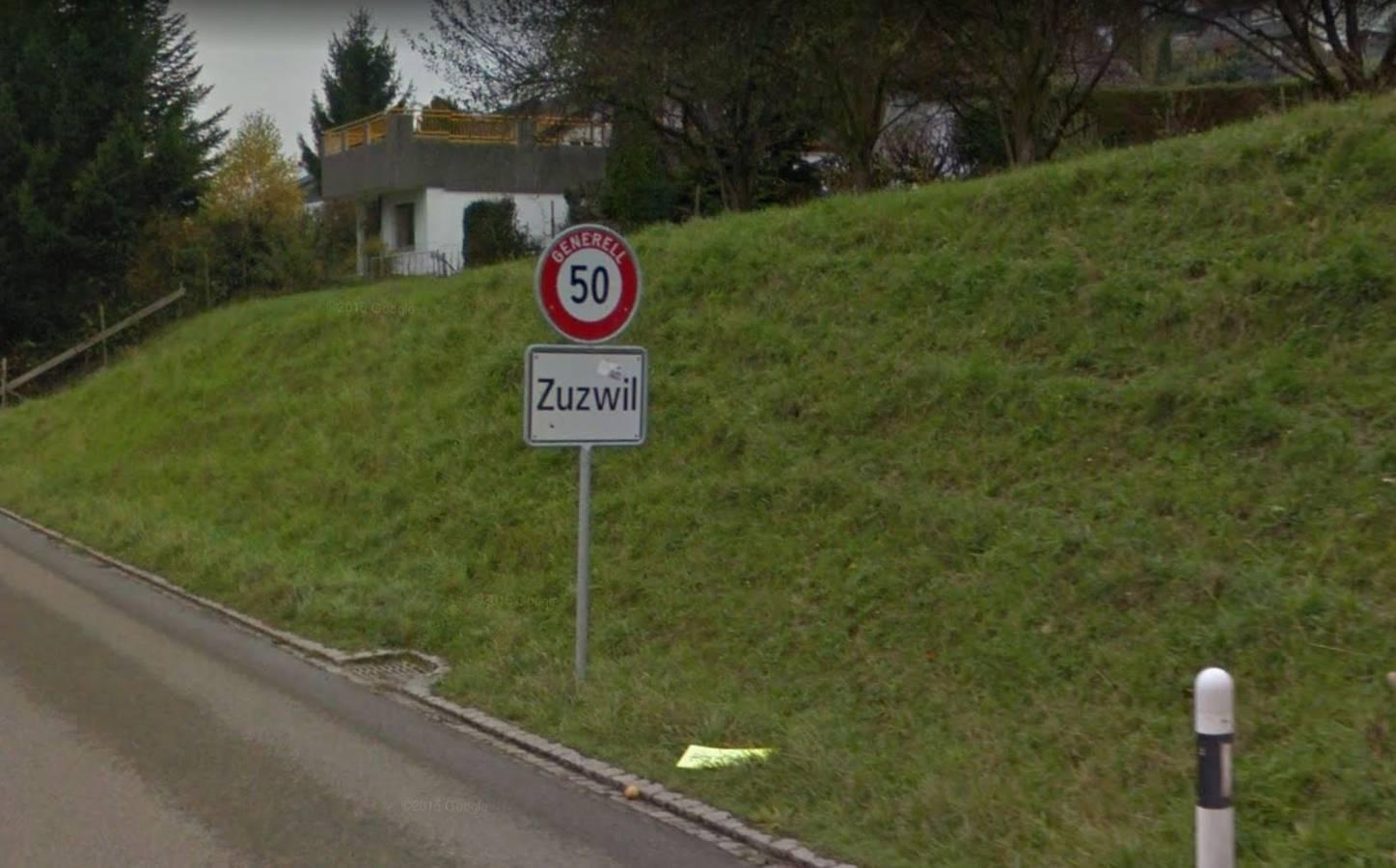 Mehrere Tafeln mit der Aufschrift «Zuzwil» (© Screenshot Google Maps)