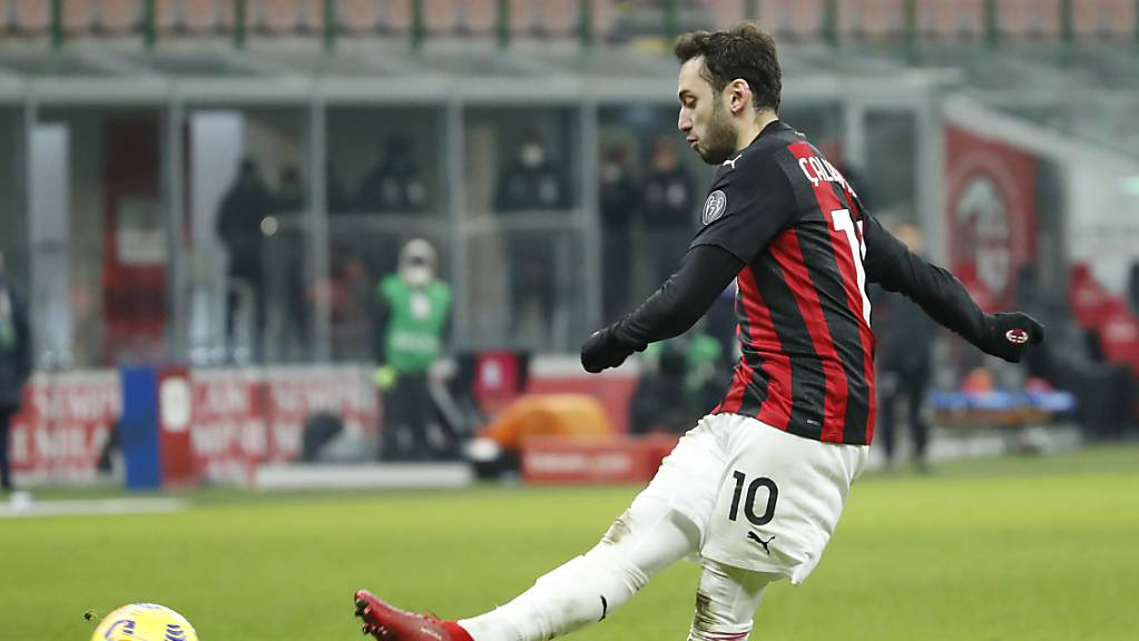 Hakan Calhanoglu verwertet Milans letzten Penalty.