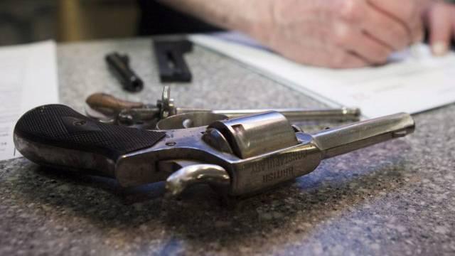 Ein Revolver wird registriert (Symbolbild)