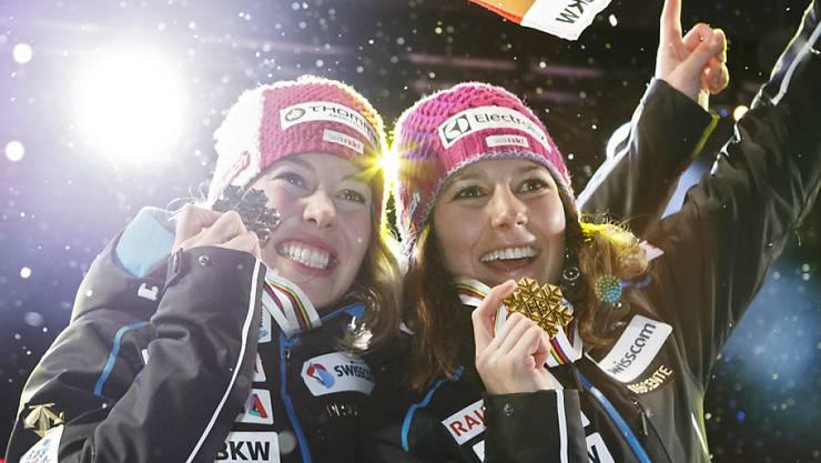 Michelle Gisin (links) und  Wendy Holdener.