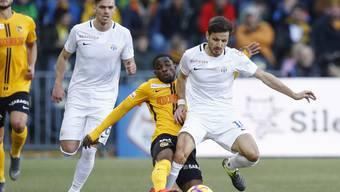 Antonio Marchesano (rechts) gegen Roger Assalé in Match gegen die Young Boys