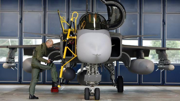 Es geht um Milliarden: Gripen-Jet in einem schwedischen Hangar.