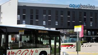 Vielleicht fährt bald kein Bus mehr ins Prattler Erlebnisbad Aquabasilea.