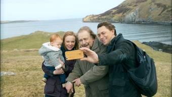 Grossvater Rory und seine Familie nach langer Zeit vereint: «The Etruscan Smile» ist ein typischer Cohn-Film über menschliche Beziehungen und Pannen. Pathé Films