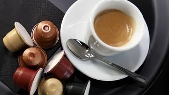 Bewegter Markt: Während Jacobs eine Nespresso-Maschinen-kompatible Kaffeekapsel lanciert, hat fast gleichzeitig die Ethical Coffee Company (ECC) entschieden, aus diesem Markt auszusteigen. (Archivbild ECC-Kapsel)