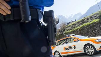 Der Walliser Polizei ging an der Grenze zu Italien in Gondo VS eine Frau mit 52 Fingerlingen im Bauch ins Netz. (Symbolbild)