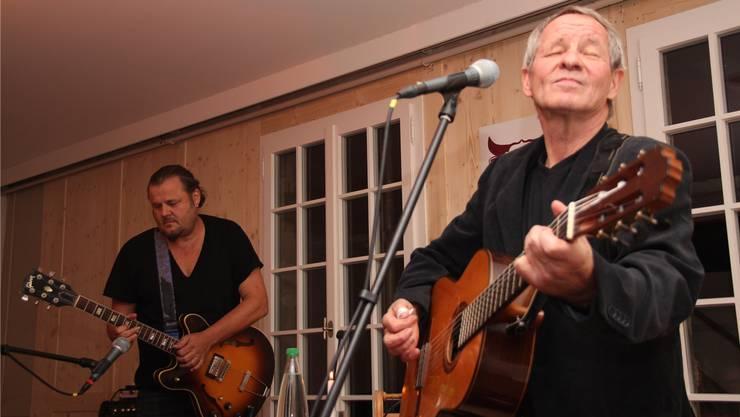 Büne Huber (links), der Frontmann von Patent Ochser, musizierte zusammen mit Tinu Heiniger in Schöftland. wpo