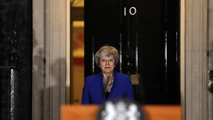 Die britische Premierministerin Theresa May hält es für ihre Pflicht, Grossbritannien aus der Europäischen Union zu führen - dies sagte May bei einer kurzfristig angekündigten Ansprache am späten Mittwochabend vor dem Regierungssitz in London.