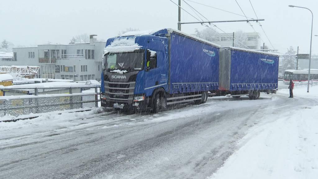 Unfälle und Staus: Ostschweiz versinkt im Schnee