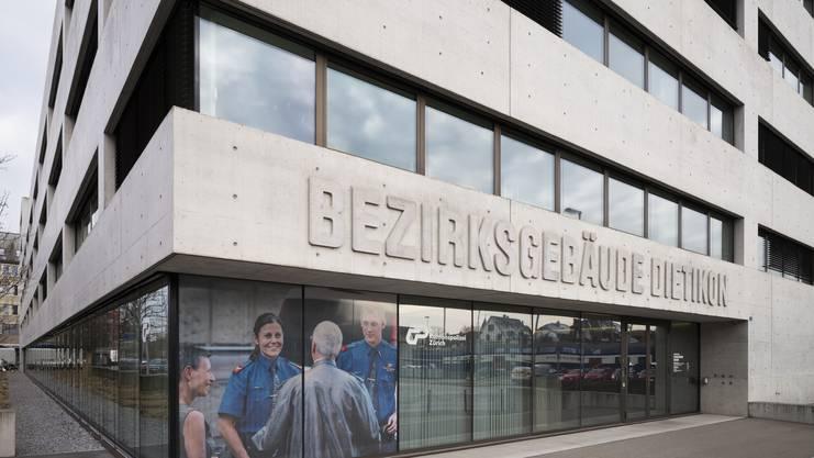 Bezirksgebäude Dietikon beim Bahnhof Dietikon, Kantonsspolizei, Bezirksgericht, Gefängnis, 14. Februar 2018.