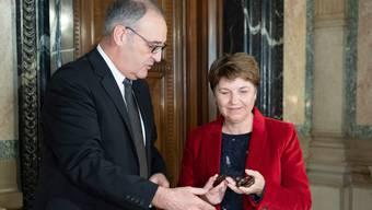 Für ihr Handeln werden sie von der Geschäftsprüfungsdelegation kritisiert: Wirtschaftsminister Guy Parmelin und Verteidigungsministerin Viola Amherd.
