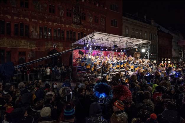 Ein Ohrwurm nach dem anderen: Die Schänzli-Fäger eröffneten die Guggen-Konzerte auf dem Marktplatz.