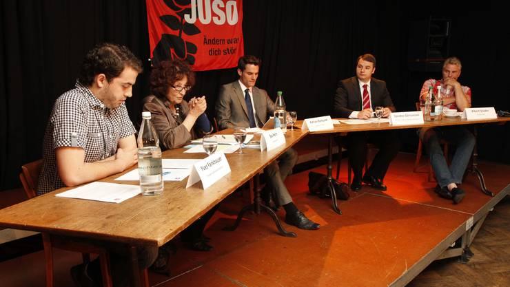 Die Teilnehmer: Yves Fankhauser, Bea Heim, Moderator Adrian Remund, Sandro Gervasoni und Albert Studer (v.l.n.r.)