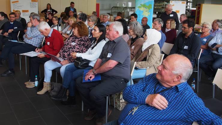 Rund 70 Teilnehmer trafen sich zum ersten Bürgerdialog beider Rheinfelden, bei dem die Bürger selbst Themen auswählten und die Umsetzbarkeit diskutierten. Der «Grenzüberschreitende Bürgerdialog mit Zufallsbürgern» ist ein neues Konzept kommunalpolitischer Partizipation