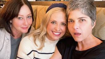 Selma Blair, Sarah Michelle Gellar und Shannen Doherty (von rechts nach links): Die drei sind seit den 1990er Jahren miteinander befreundet. Blair und Doherty kämpfen gegen ihre Krankheiten mithilfe ihrer Freundinnen.