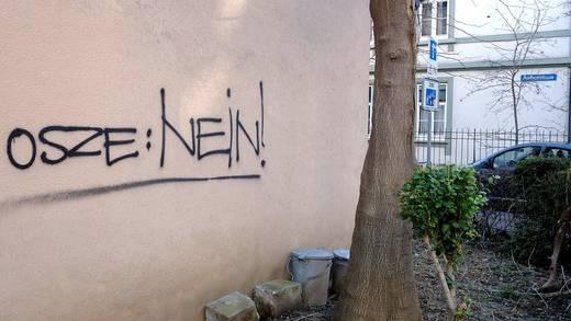 Im Kleinbasel haben linke Sprayer mit entsprechenden Graffitis ihre Ablehnung gegenüber dem OSZE-Ministerratstreffen kundgetan.