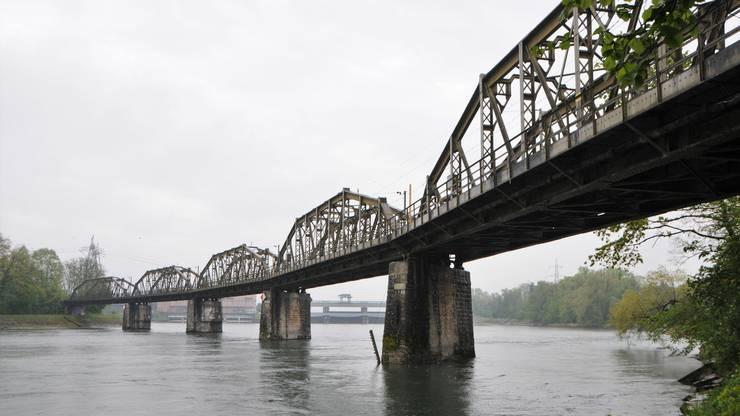 """""""Mit ihrer markanten, aber gleichzeitig feingliedrigen Konstruktion kommt der Brücke in der weiträumigen Landschaft des untersten Aaretals zudem ein erheblicher Situationswert zu"""", schreibt die kantonale Denkmalpflege in ihrem Online-Inventar.."""