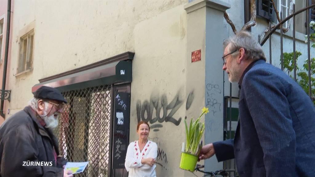 Zwei Blumen-Verteilaktionen erfreuen Zürcher Senioren
