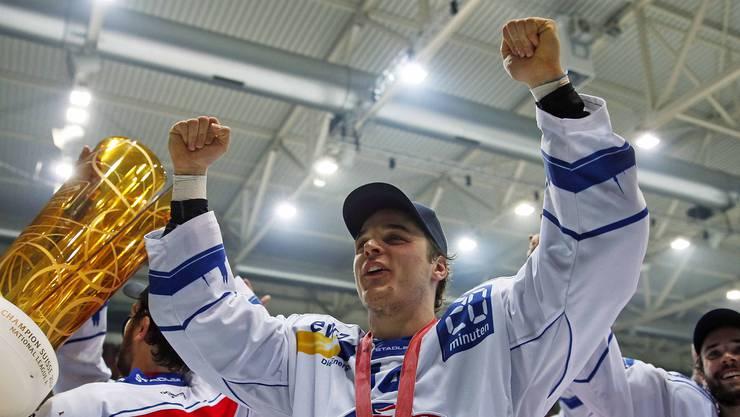 Chris Baltisberger jubelt mit der Goldmedaille.