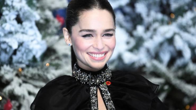 """Die britische Schauspielerin Emilia Clarke zählte als Drachenmutter in """"Game of Thrones"""" zu den Lieblingen der Fans. Jetzt ist sie in der Weihnachtskomödie """"Last Christmas"""" im Kino zu sehen."""